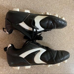 Youths Starter Cleats Size 13